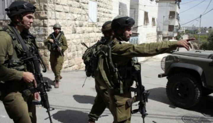 قوات الاحتلال تداهم منازل المواطنين في قرية زبوبا