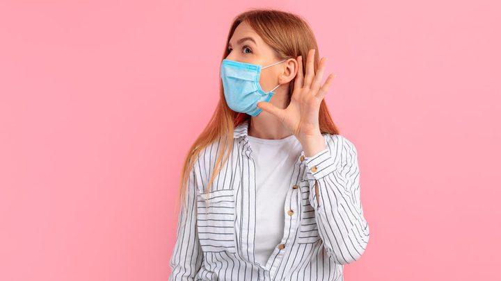 هل يؤثر فيروس كورونا على حاسة السمع ؟