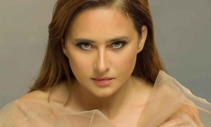 نيللي كريم تخضع لعملية جراحية لإزالة ورم من وجهها