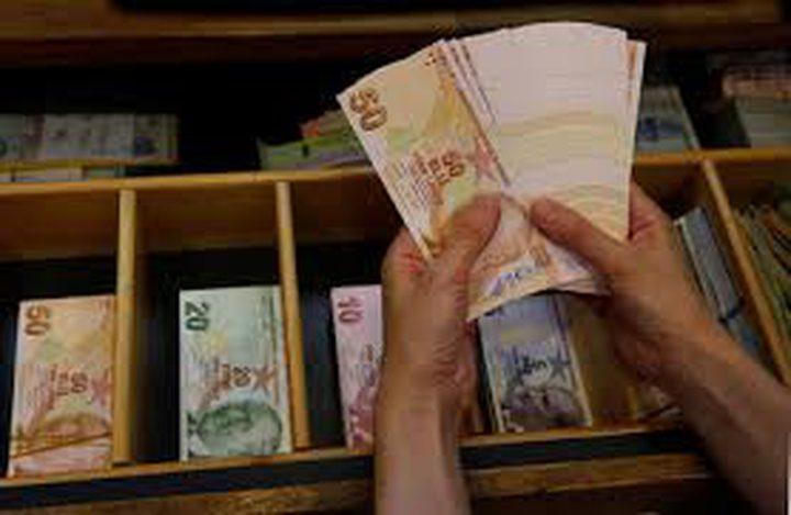 الليرة التركية تنخفض بنحو 4%