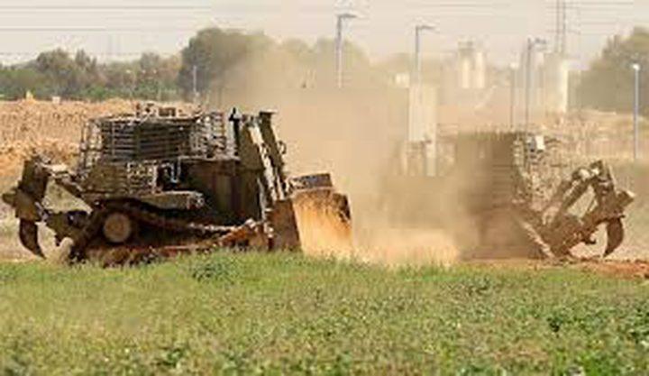جرافات الاحتلال تتوغل في اراضي المواطنين شرق غزة