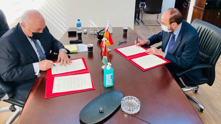 وزير المالية يوقع مع القنصل الإسباني اتفاقية بقيمة مليون يورو