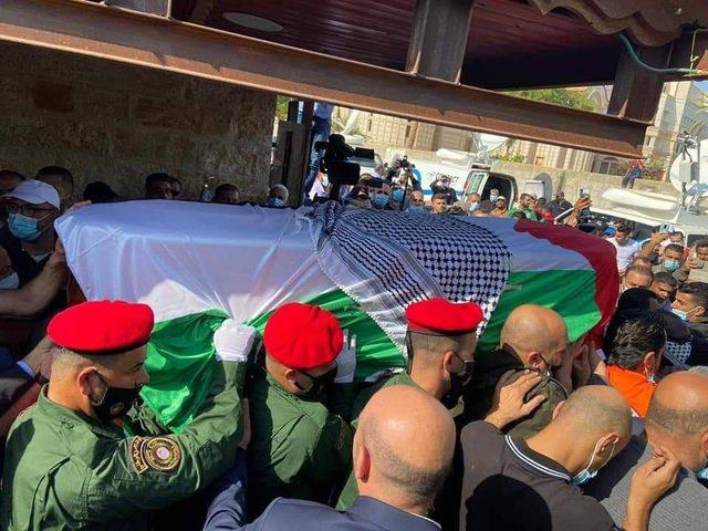 جماهير غفيرة تشيّع جثمان د.صائب عريقات في أريحا