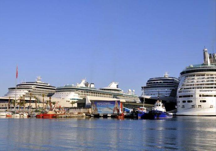 """""""قناة السويس"""" تعلن تخفيضات عالية لرسوم مرور السفن السياحية"""