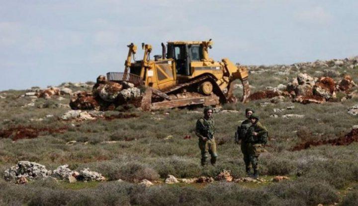 قوات الاحتلال تجرف أراضي جنوب شرق نابلس