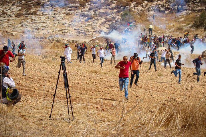 إصابات بالاختناق خلال قمع الاحتلال مسيرة بيت دجن