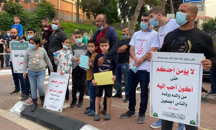 أهالي جت المثلث ينظمون وقفة احتجاجية ضدّ الرسوم المسيئة
