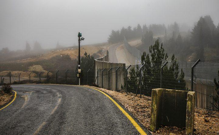 الاحتلال يزعم: رصدنا شخصين اقتربا من السياج الأمني مع لبنان