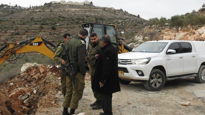 قوات الاحتلال تحتجز جرافة في سهل البقيعة بالأغوار الشمالية