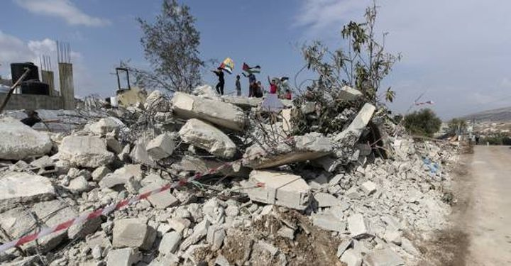 الاحتلال يهدم منزلا ويجرف أرضا جنوب بيت لحم