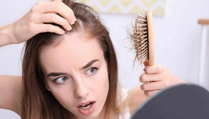 """ما العلاقة بين الإصابة بـ""""كوفيد-19""""وتساقط الشعر؟"""