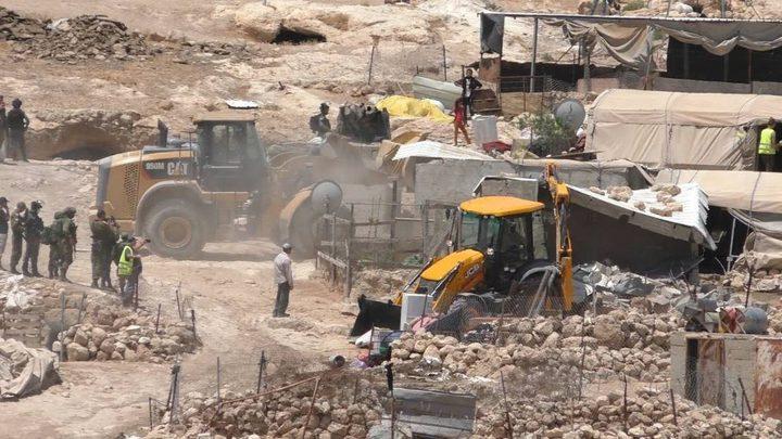 الاحتلال يخطر بوقف العمل بمسكن وبإزالة شبكة مياه