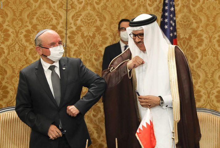 وفد بحريني برئاسة وزير الخارجية يصل إلى دولة الاحتلال
