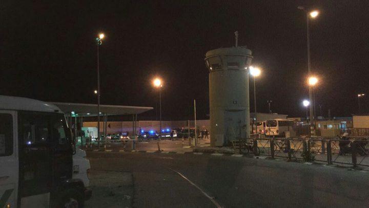 قوات الاحتلال تغلقحاجز قلنديا في الاتجاهين