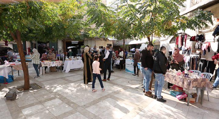 سوق خان تشرين.. واجهة لعرض الصناعات اليدوية