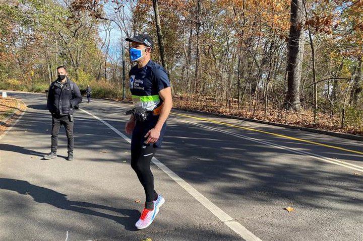 الذكاء الاصطناعي يحقق حلم كفيف بالركض خمسة كيلومترات منفردا
