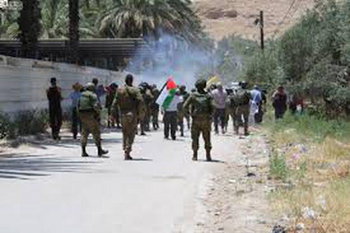 اصابات بالاختناق عقب قمع الاحتلال مسيرة في الأغوار