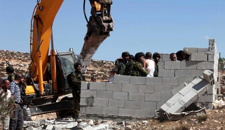 الاحتلال يهدم مسكنين شرق يطا جنوب الخليل
