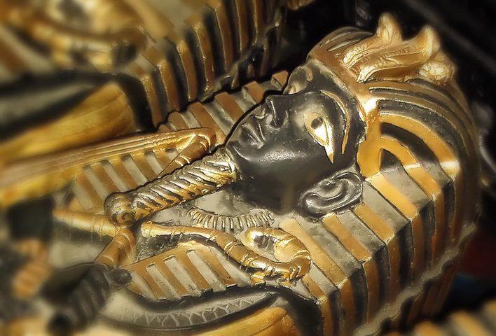 اكتشاف قطعة أثرية غير عادية داخل مومياء مصرية