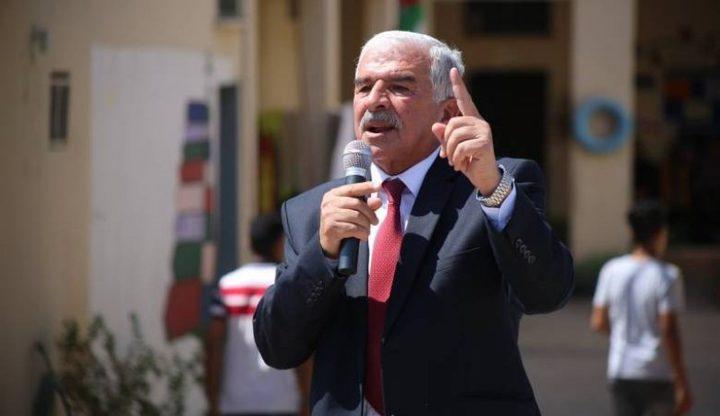 محافظ طوباس يدعو المواطنين للالتزام بقرار الاغلاق