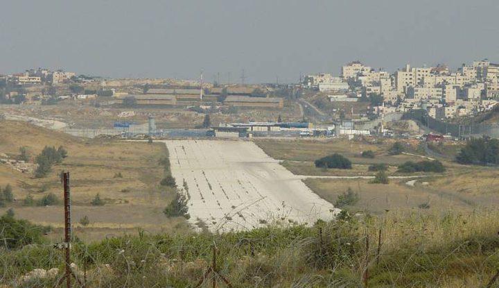"""مخطط لتنفيذ بنية تحتية استيطانية على أراضي """"مطار"""" القدس"""