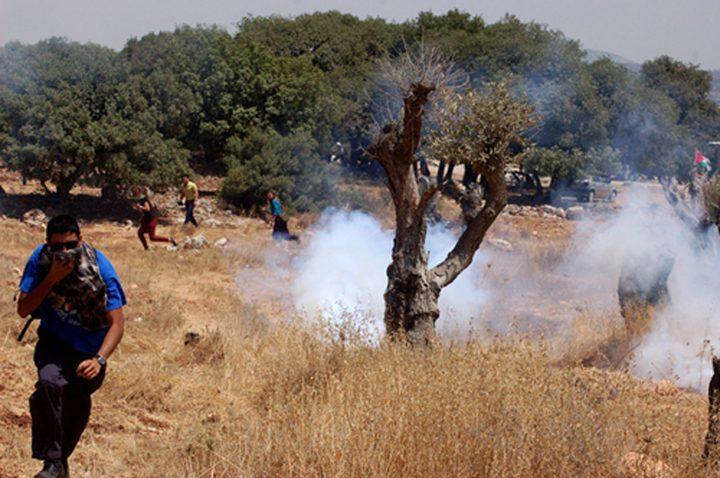 إصابات بالرصاص المطاطي وبالاختناق شرق رام الله