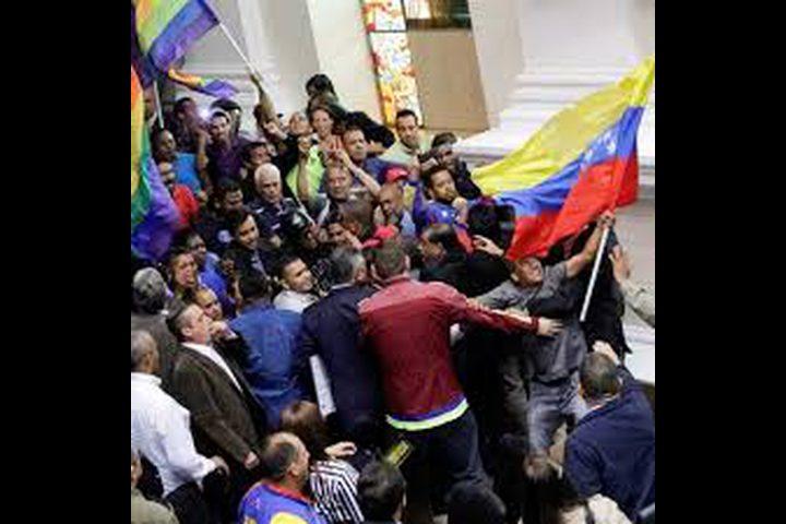 مقتل مرشح للبرلمان الفنزويلي أثناء مؤتمر