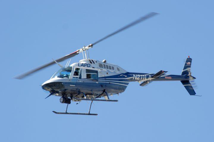 شاهد ارتطام مروحية هليكوبتر ببرج إنارة في مطار روسي