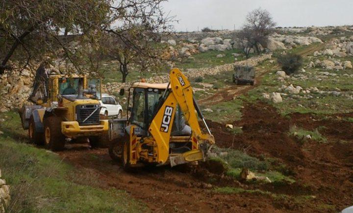 مستوطنون يجرفون أراضي زراعية في سلفيت