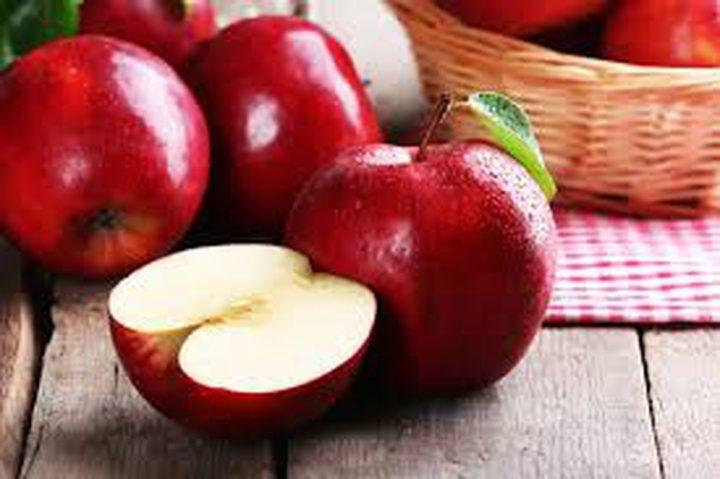 """بريطاني يعثر على """"نوع غريب وجديد تماما"""" من التفاح"""