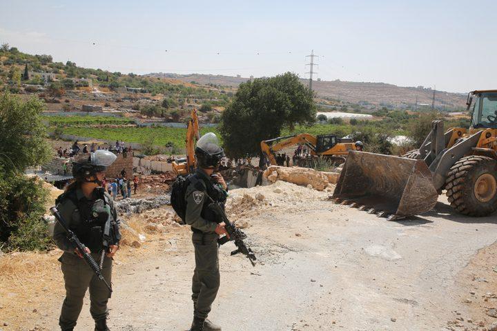 الاحتلال يهدم أساسات منزل قيد الإنشاء في الخليل