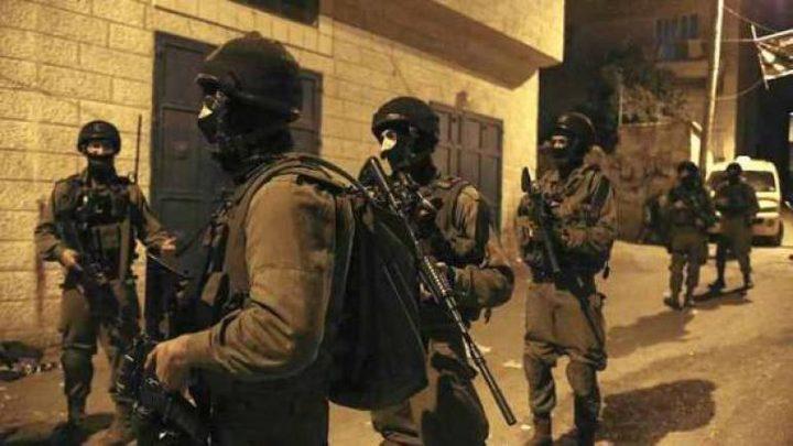 حملة اعتقالات في الضفة تطال 12 مواطنا بينهم أسرى محررون (محدث)