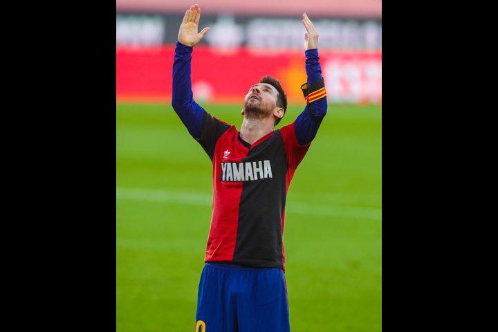 ميسي يخلد ذكرى مارادونا على طريقته الخاصة