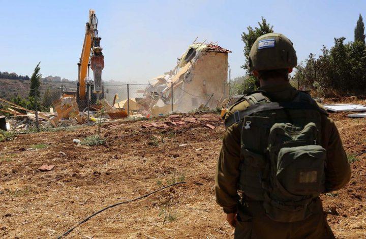 جرافات الاحتلال تهدم معرشا جنوب الخليل