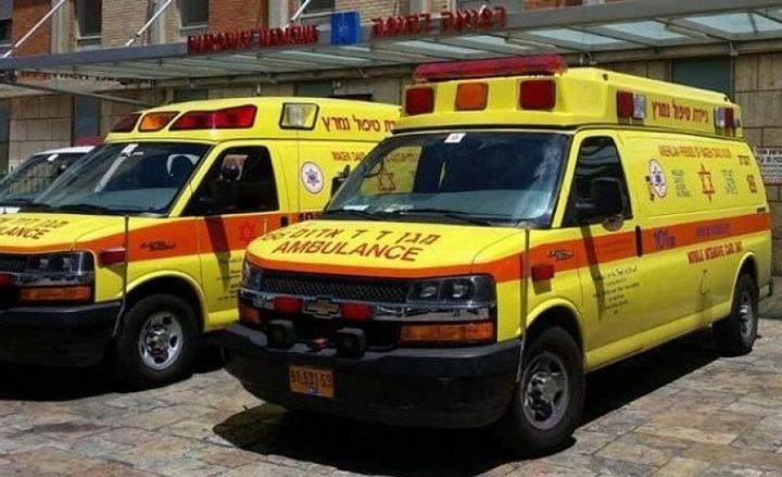 إصابة عامل اثر سقوطه من علو في رعنانا