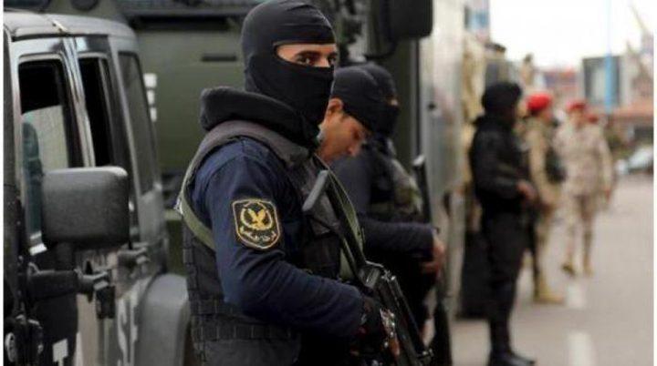 مريض نفسي يقتل شخصين ويصيب 4 آخرين في قرية مصرية