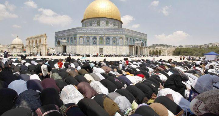 15 ألف مصل يؤدون صلاة الجمعة في المسجد الأقصى