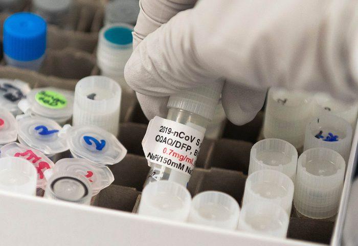 خبير أوبئة: توفير لقاح كورونا لا يعني انتهاء المرض