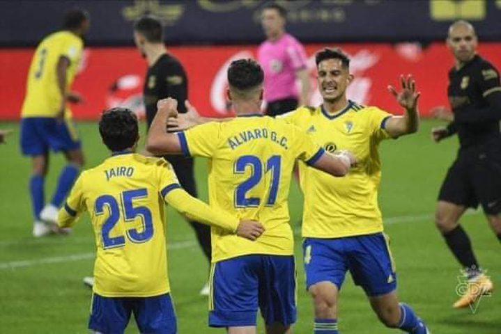 برشلونة يسقط أمام قادش في الدوري الاسباني