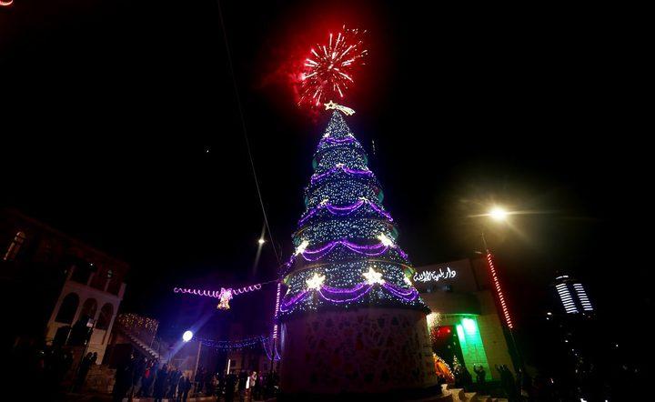 اضاءة شجرة عيد الميلاد في مدينة رام الله