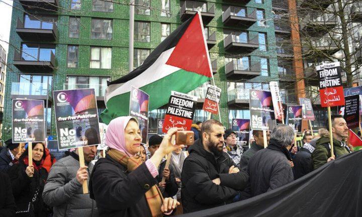 تظاهرة احتجاجا على اغتيال الطفل أبو عليا أمام جامعة تل أبيب