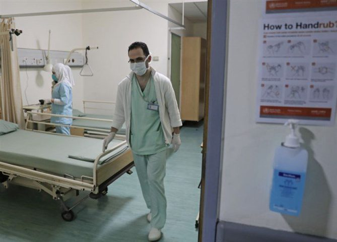 وفاة شخص ونقل المئات للمستشفيات بسبب مرض مجهول بالهند
