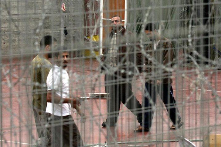 """محكمة """"إسرائيلية"""" ترفض التماساً ضد مصادرة أموال 15 أسيراً"""