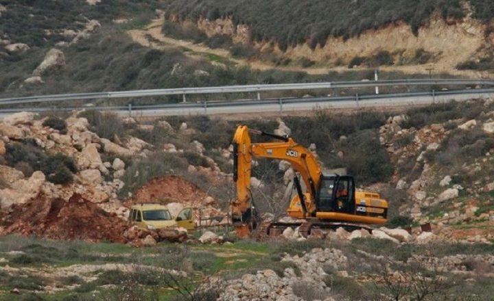 الاحتلال يقتلع عشرات أشتال الزيتون بعد تجريف أرض جنوب بيت لحم