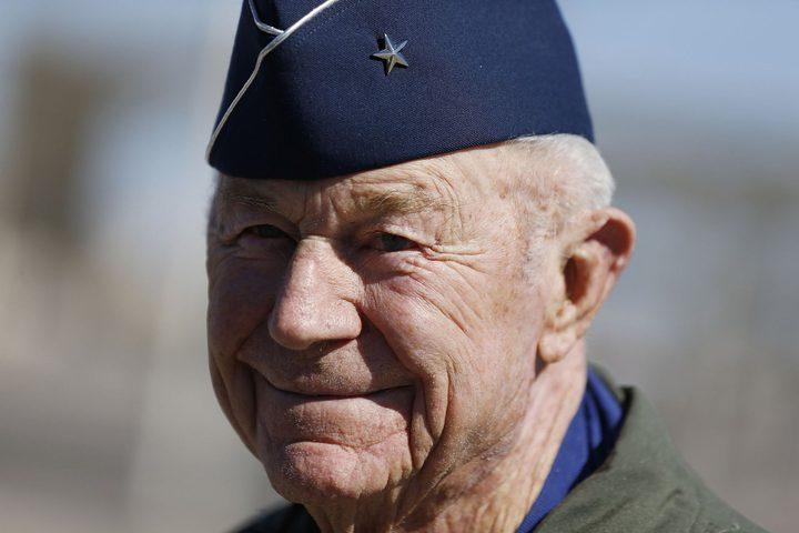 وفاة أول طيار يخترق حاجز الصوت عن عمر 97 عاما