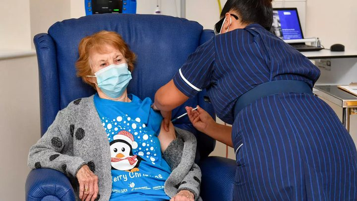 بريطانيا تطلق حملة التلقيح ضد فيروس كورونا