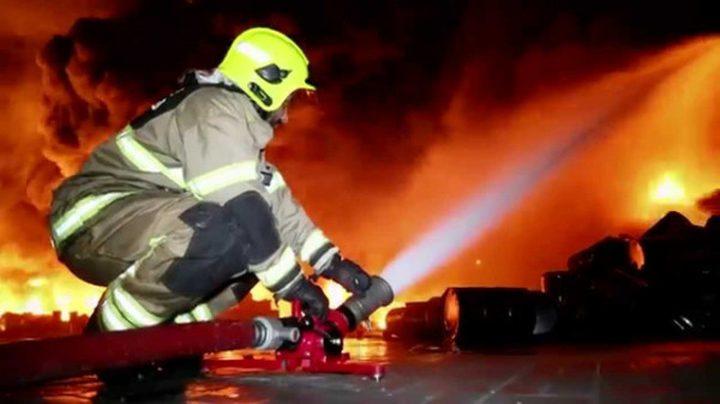 الدفاع المدني يخمد حريقا اندلع في مصنع بلاستيك ببلدة بيت أمر