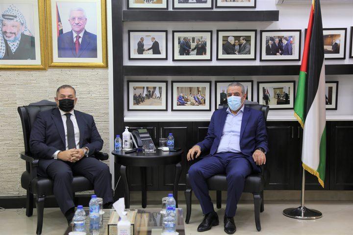 الشيخ يبحث مع السفير المصري التطورات السياسية وملف المصالحة