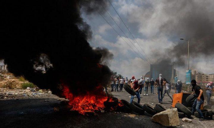 إصابات بالاختناق خلال مواجهات مع الاحتلال في مدينة البيرة