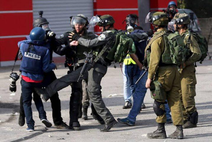 43 انتهاكاً احتلالياً بحق الصحفيين الفلسطينيين خلال2020